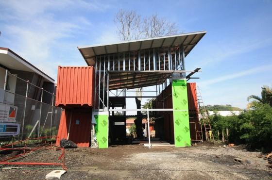 Construcción de casa usando contenedores reciclados
