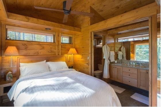 Diseño de dormitorio construido en madera
