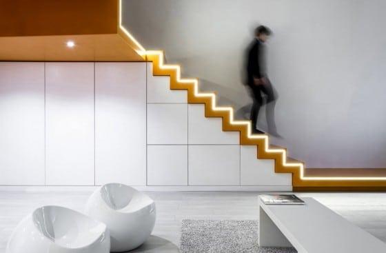 Diseño de escaleras de mini departamento
