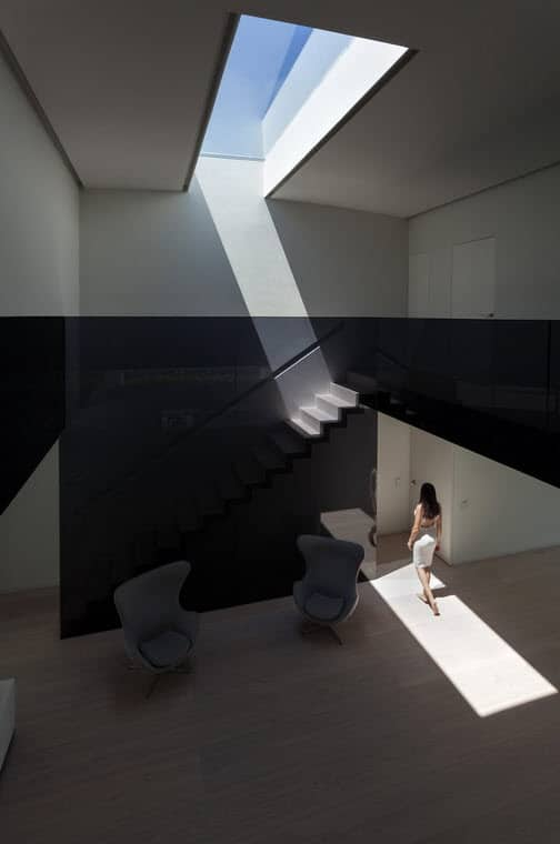 Planos de casa moderna de dos pisos ovalada construye hogar for Diseno de interiores nota de corte