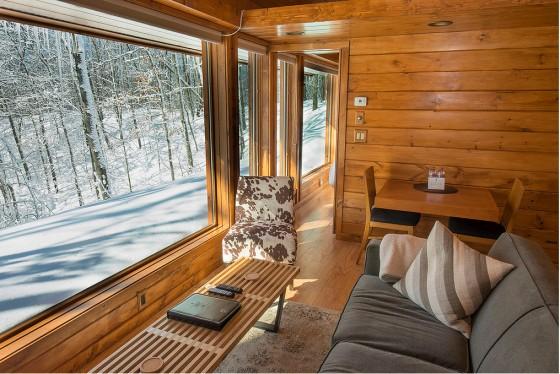 Diseño de sala estar de casa de madera pequeña