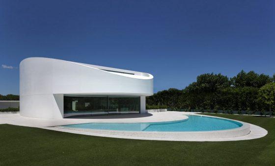 Moderno diseño de casa con piscina