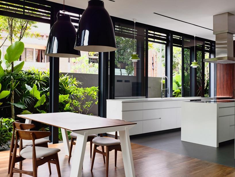 Planos de casa de dos pisos en esquina for Diseno cocina comedor