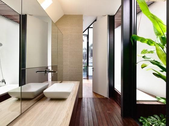 Diseño de cuarto de baño color beige y negro