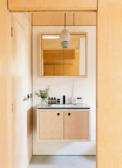 Diseño de lavabo combina madera natural