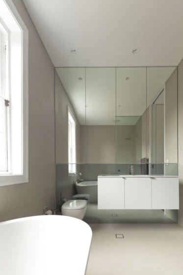 Diseño de cuarto de baño color blanco