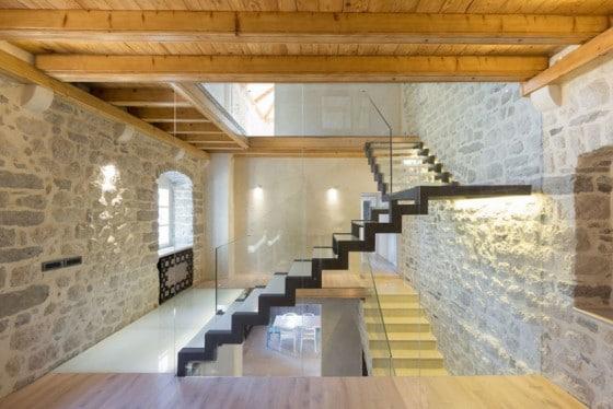 Diseño de escaleras modernas de hierro y vidrio laminado