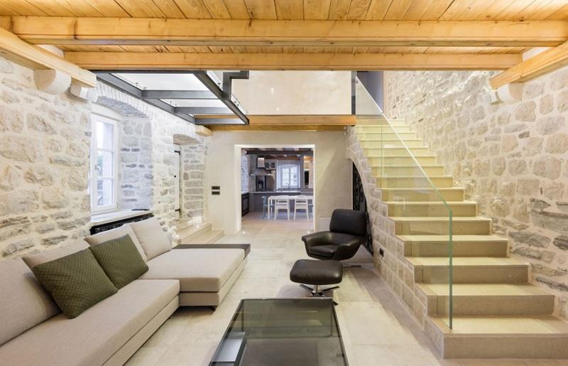 Dise o de casa de piedra con planos construye hogar for Sala de estar de madera