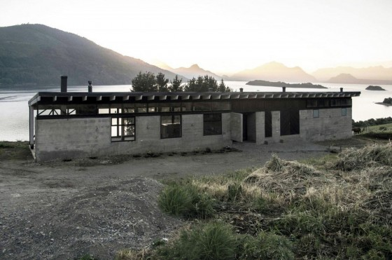 Diseño de casa de campo construida en hormigón y madera