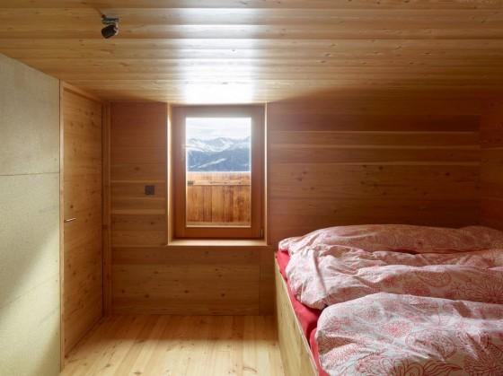 Diseño de dormitorios revestido de madera de cabaña