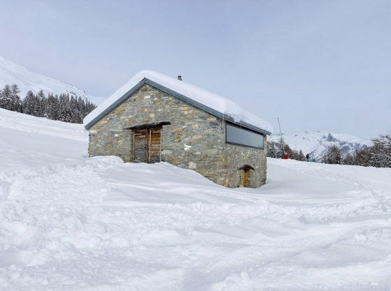 Diseño de pequeña casa de piedra