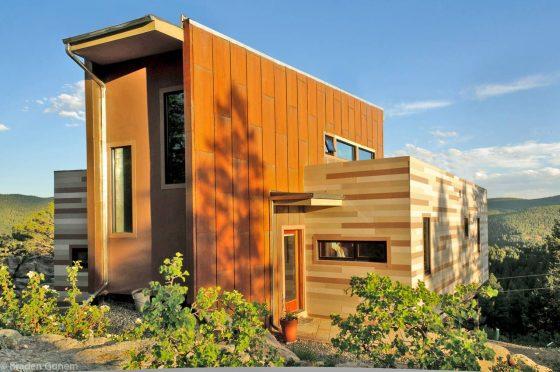 Diseño de casa moderna construida con contenedores