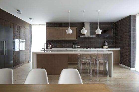 Diseño de cocina moderna con ladrillo caravista