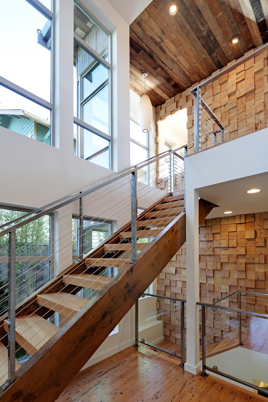 Dise o casa ecol gica autosuficiente planos - Escaleras de madera modernas ...