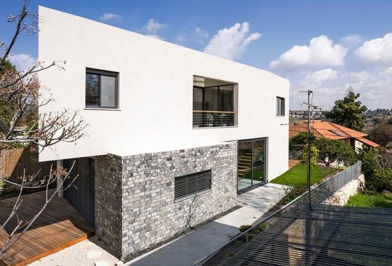 Diseño de fachada moderna de dos pisos minimalista
