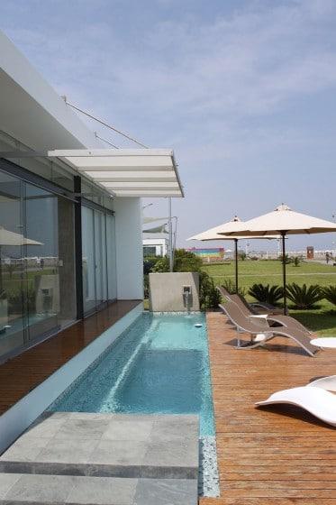 Diseño de piscina pequeña de casa de playa