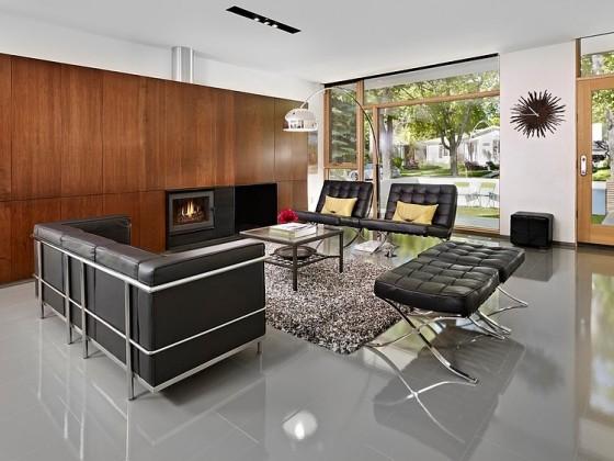Diseño de interiores de sala con chimenea y muebles color negros