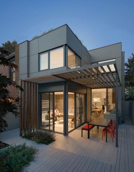 Fachada de casa dos pisos sencilla