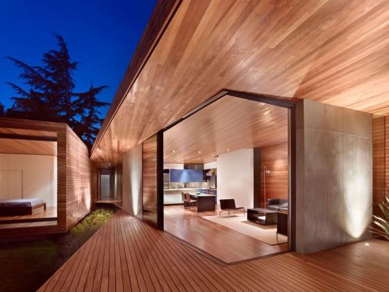 Fachada de madera de casa moderna de una planta