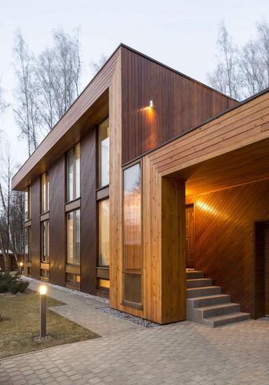 Fachada de moderna casa de madera