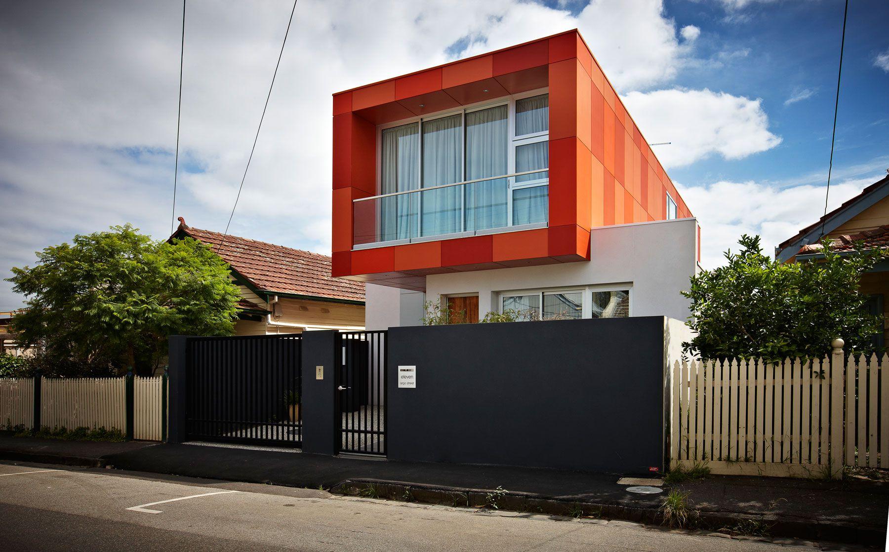 Dise o de casa moderna de dos plantas planos construye for Colores para frentes de casas modernas