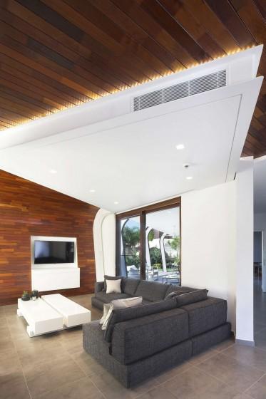 Detalles de falso techo con retro iluminación