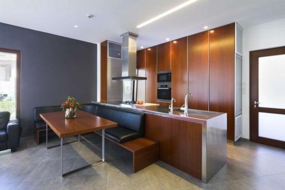 Diseño de cocina comedor moderna con muebles de madera