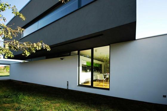 Diseño de fachada de casa moderna de dos plantas