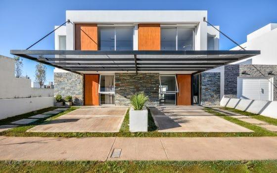Diseño de fachada de casa moderna (ventanas abiertas)
