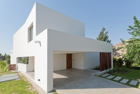 Diseño de fachada de casa sencilla de dos pisos