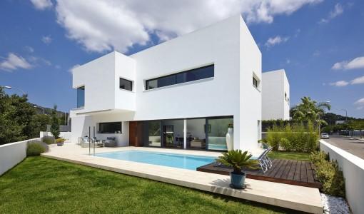 Casas de lujo construye hogar for Diseno de casas con piscina interior