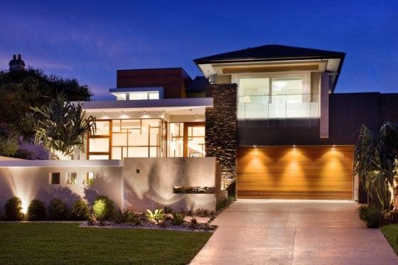 Fachada de casa de dos plantas estilo moderno