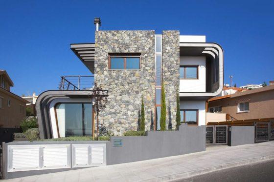 Fachada de casa moderna de dos pisos de forma semi ovalada