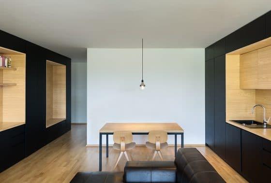Vista de comedor y cocina de departamento pequeño