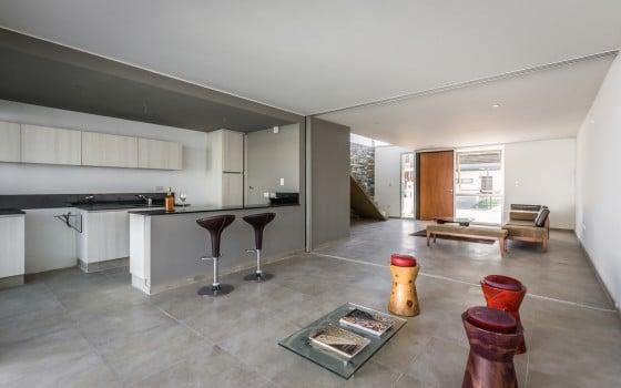 Vista del diseño de cocina y sala sencillas