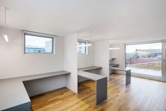 Cuarto de trabajo en techo de casa de dos pisos