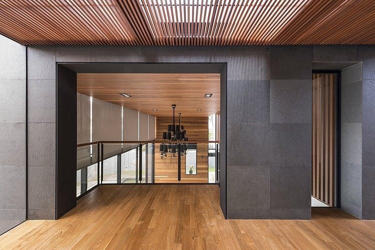 Dise o de casa moderna terreno grande construye hogar for Diseno de interiores que se necesita