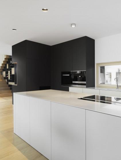 Diseño de cocina moderna color blanco y negro