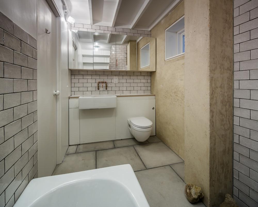 Dise o de casa de dos pisos peque a for Disenos de banos para casas pequenas