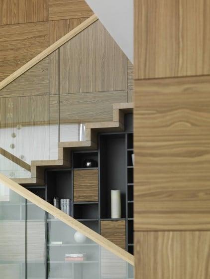 Diseño de escaleras modernas de madera y cristal