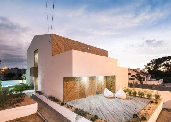 Diseño de fachada lateral de casa moderna de dos pisos