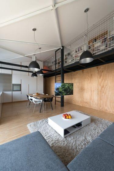 Diseño de sala de loft de estilo juvenil