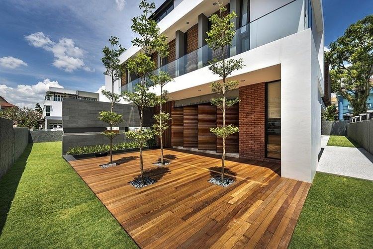 Dise o de casa moderna terreno grande construye hogar for Fachadas de casas con lamparas