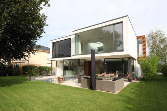 Diseño de fachada posterior de casa  moderna