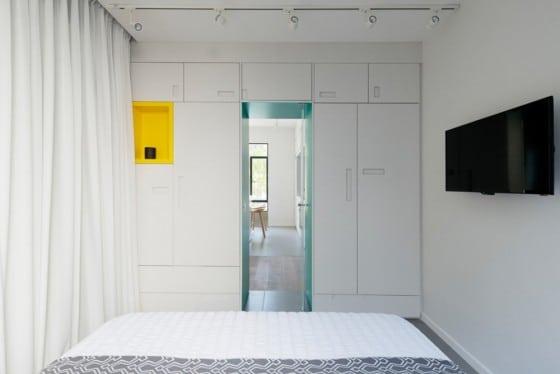 Diseño de closet sencillo para departamento