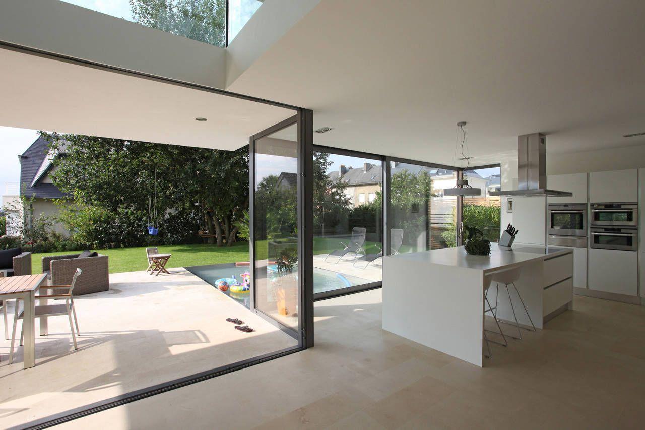 Dise o de casa moderna de dos pisos for Vistas de cocinas