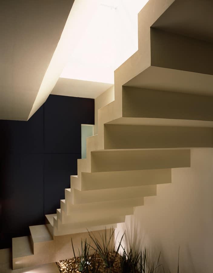 Casa moderna dos pisos tres dormitorios construye hogar for Construccion de escaleras interiores