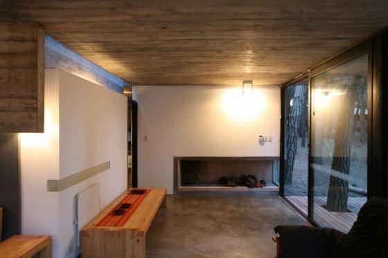 Diseño de interiores de casa de campo construida en hormigón