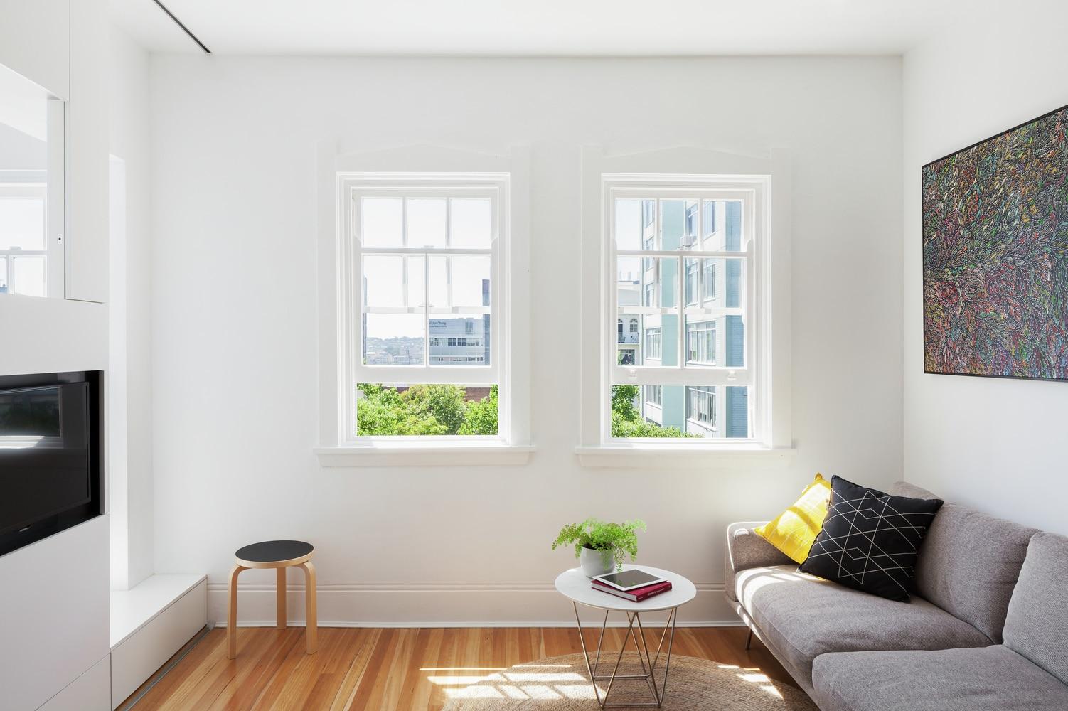 Pr ctico departamento de 27 metros cuadrados construye hogar for Decoracion minimalista para departamentos pequenos