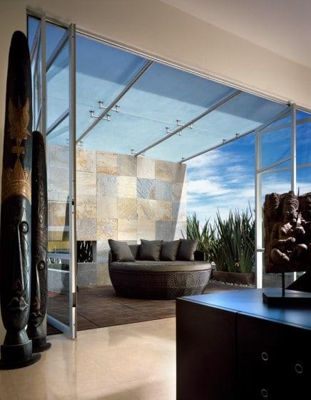 Diseño hermosa terraza con cubierta transparente
